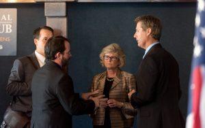 David Goldman, Chris Brann e o advogado Sergio Botinha em encontro sobre a Convenção de Haia sobre o Sequestro Internacional de Crianças em Washington